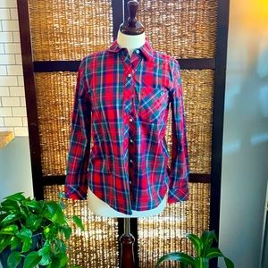 Vineyard vines plaid relaxed Sz 2 red button up